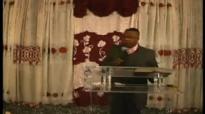 Pastor David Ntumba_ Dieu pense a toi aussi.flv