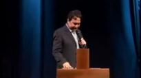 Pastor Claudio Duarte  Posicionase