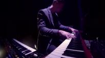 Kari Jobe  Forever Live  VERSO LEGENDADA  httpswww.youtube.comwatchvAS2IrSc1nfo
