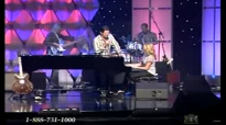 Jason Crabb & Linda Davis - Because He Lives.flv