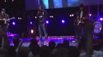 Glory to Glory to Glory  Bethel Music live Worship w William Matthews
