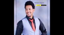 Muluneh Chufamo New Amharic Mezmur 2014- እየሱሴ ወርቀ ዘቦ.mp4