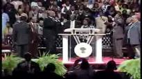 Donnie McClurken & Kim Burrell Pt 2 @ COGIC 103rd Holy Convocation.flv