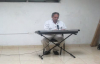 Pastor roger serrano alabando a Dioscentro christiano manantialPanam 2