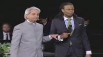 Prophet Manasseh & Benny Hinn Sings Glory to the Lamb.flv