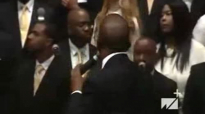Pastor Donnie McClurkin and Pastor Le'Andria Johnson sing at West Angeles COGIC.flv