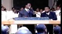 Its No Secret What God Can Do Theme Song- Rev. Clay Evans Fellowship Choir.flv