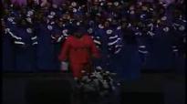 Holding On (Soloist Mosie 'Mama' Burks) - Mississippi Mass Choir,Amazing Love.flv