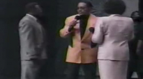 Vickie Winans, Willie Neal Johnson & Beverly Crawford-Battlefield & Praise Break.flv