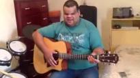 Clayton Queiroz Tocando Violo Em Sua Casa