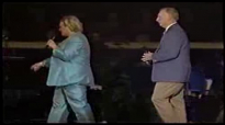 Sandi Patty canta It Took A Miracle com seu pai Ron Patti.flv