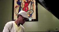 Travis Greene - Still Here.flv