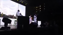 Kim Burrell vs everybody in Detroit concert.flv